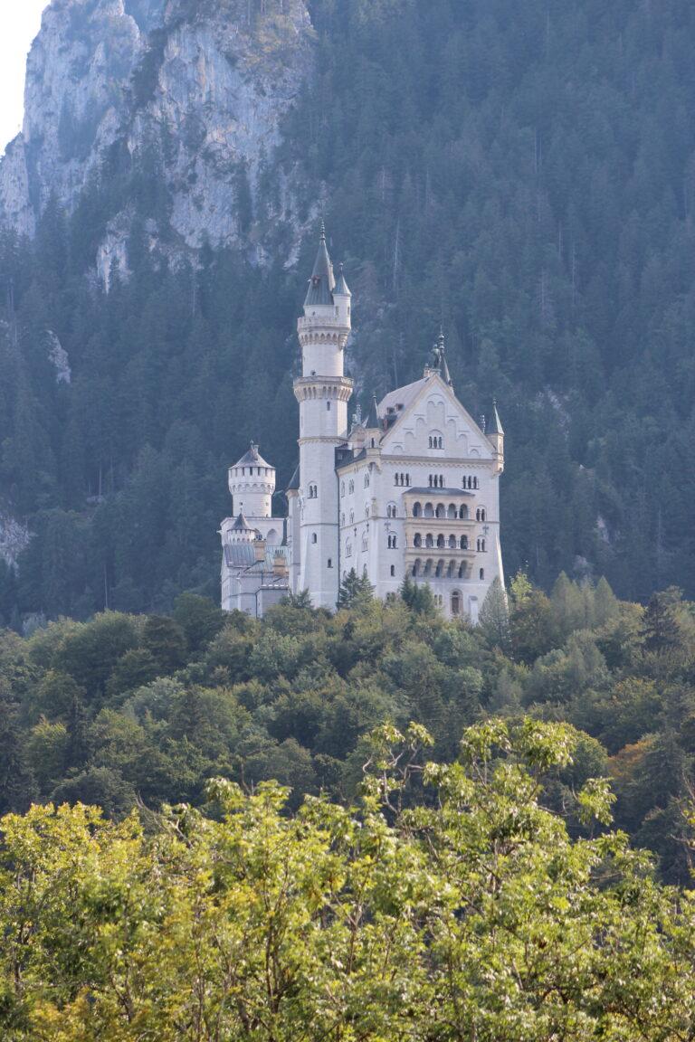 Neuschwanstein_Castle_from_the_Trail_below_2