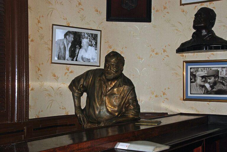 Old Havana Vieja - El Floridita bar - Ernest Hemingway statue