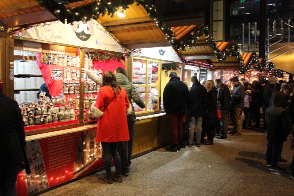 Chicago_Christmas_Market_Vendor_Stalls