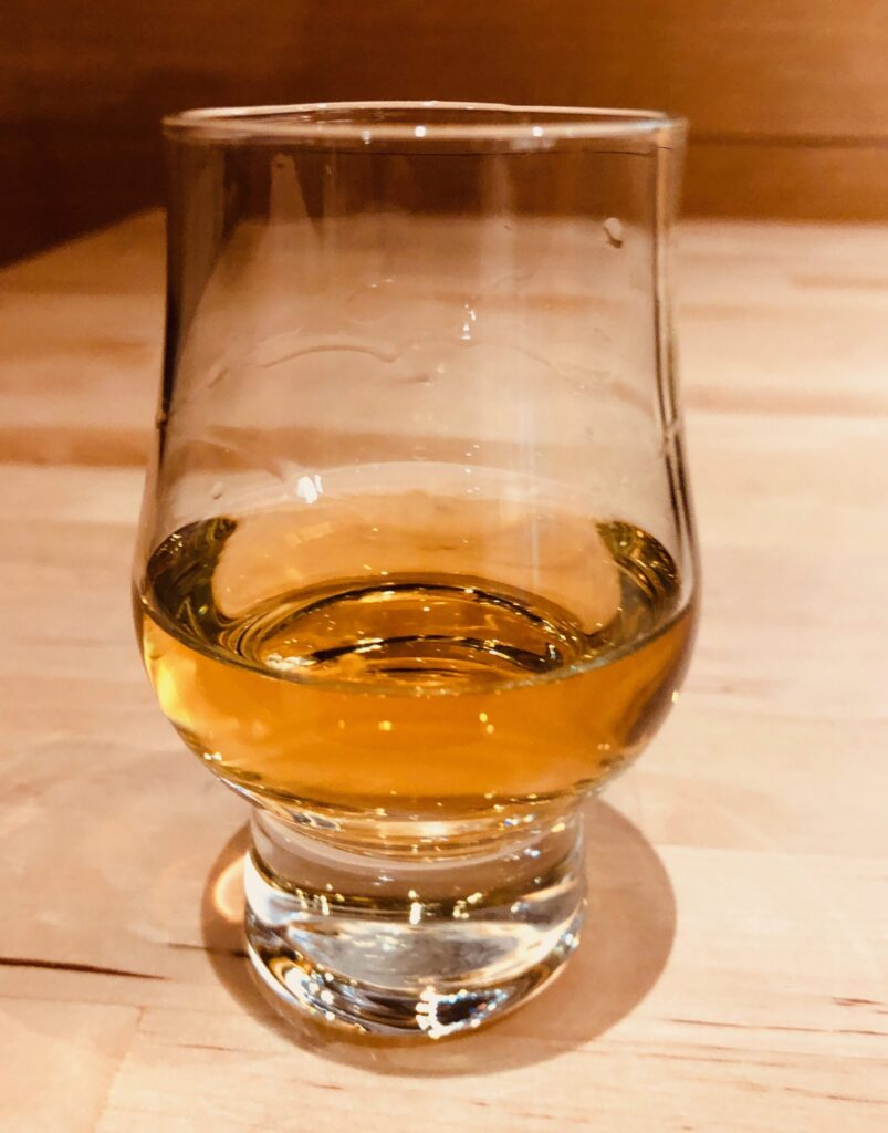 The Art of Tasting Scotch - Eye the color
